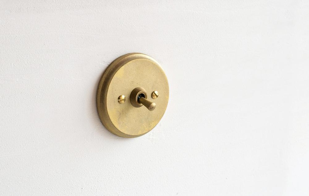 Matureware_Brass_Nalata_A_Closer_Look_Circle_Sitwchplate