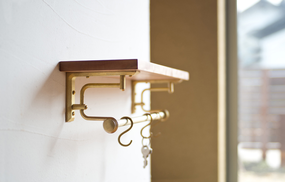 Matureware_Brass_Nalata_A_Closer_Look_Shelf_Bracket